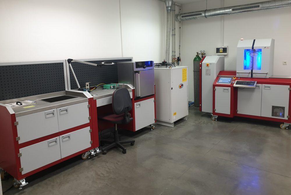 Vacuum brazing machine including worktables.